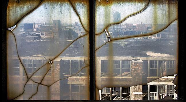 opustene mesto detroit pohlad z okna