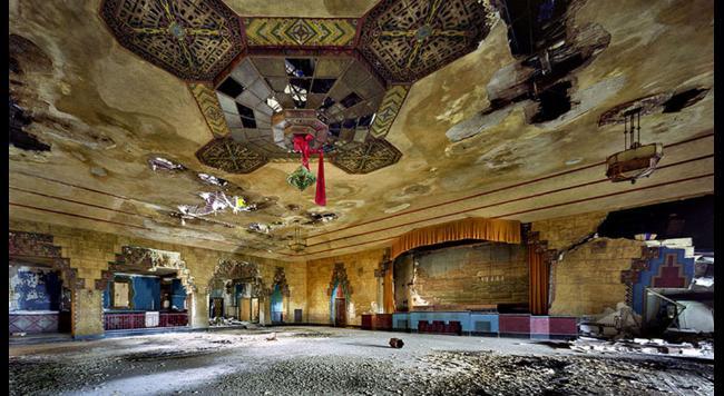 vnutro opustenej budovy detroit