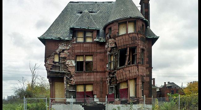 opusteny dom v meste Detroit