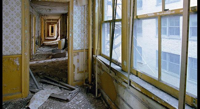 chodba opustenej budovy Detroit