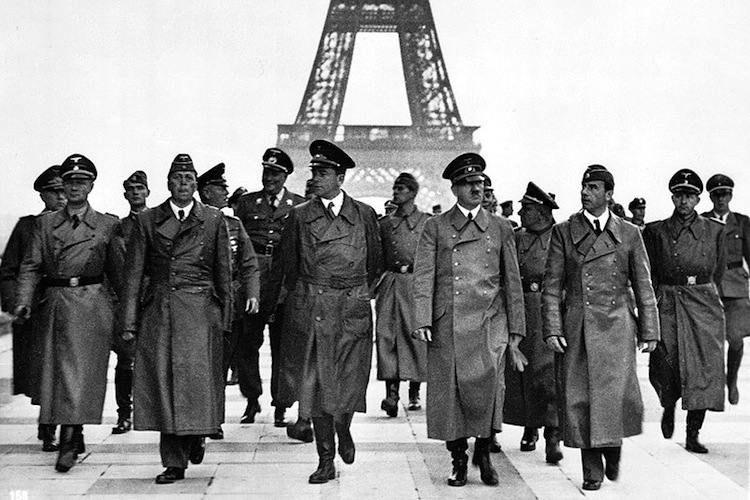 Hitler v parizi