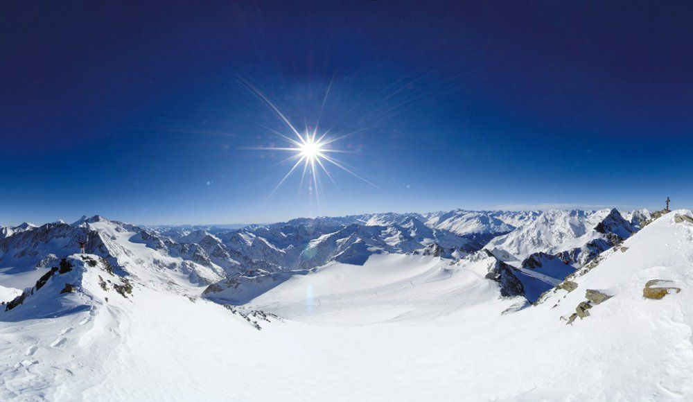 pohlad na slnecne rakuske alpy stubaital