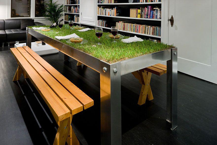 stol s travnikom