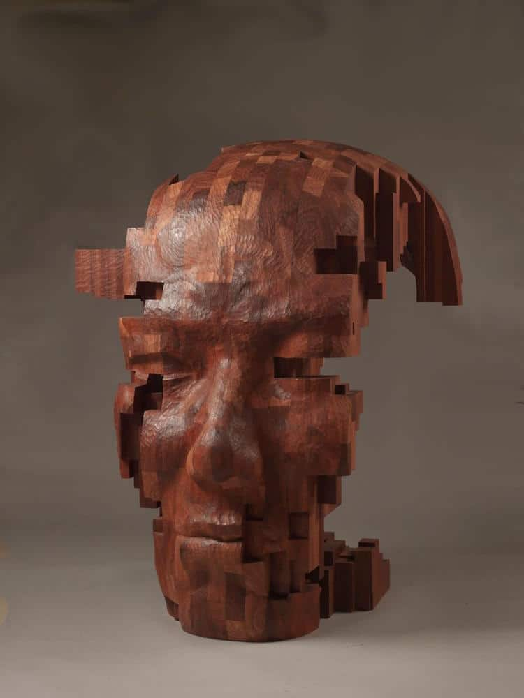 Súčasný predstaviteľ moderného umenia Hsu Tung Han je majstrom v rezbárstve vo svojej poslednej sérii taiwanský majster vytvára postavy mužov a žien z dreva ktoré vidíme rozpixelované