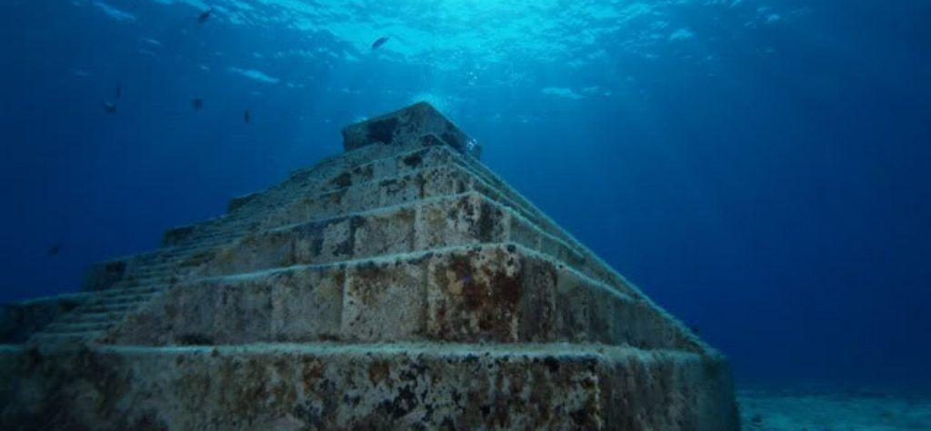 Pyramida pod morom Japonsko