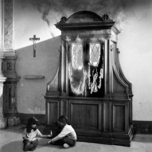 Ciernobiela surealisticka fotografia