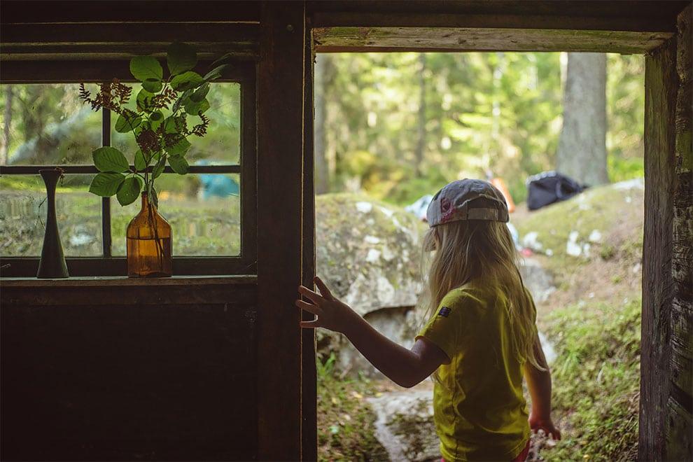 drevena chatrc na relax uprostred lesa vo Svedsku