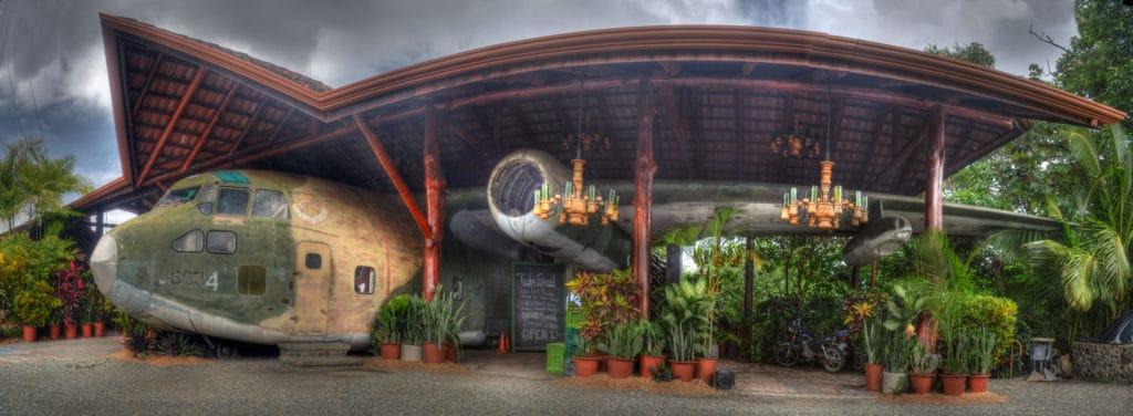 Bar a restauracia vo vojenskom lietadle na Kostarike