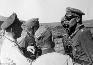 Friedrich Paul na fotke vpravo