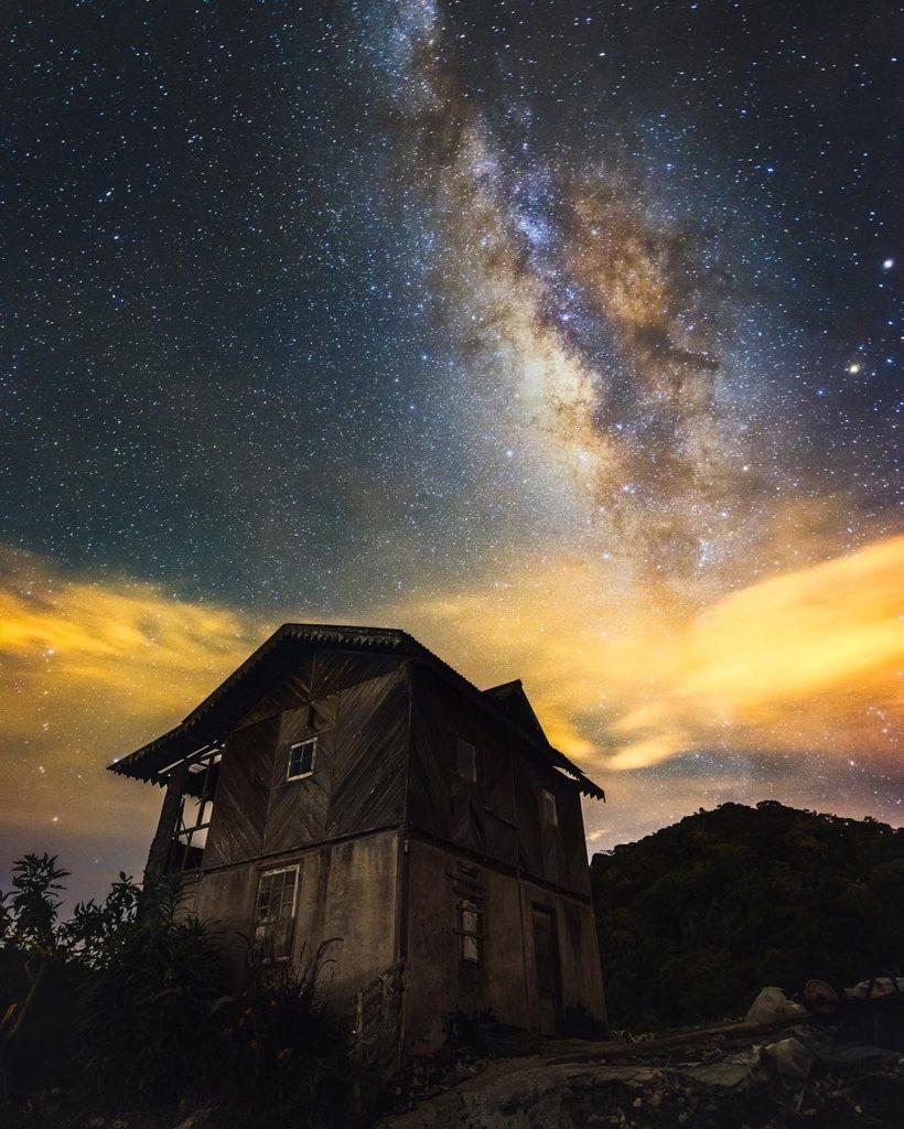 spektakularna nocna obloha ocami fotografa Greya Chowa