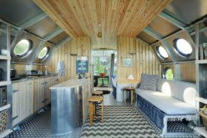 ekologicky dom v tvare ponorky postaveny na skotskej vysocine