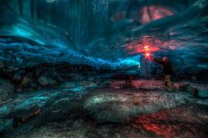 Zamrznuta ladova jaskyna Aliaska