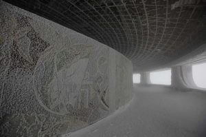 Buzludža - opustena budova z komunisticke ery v Bulharsku