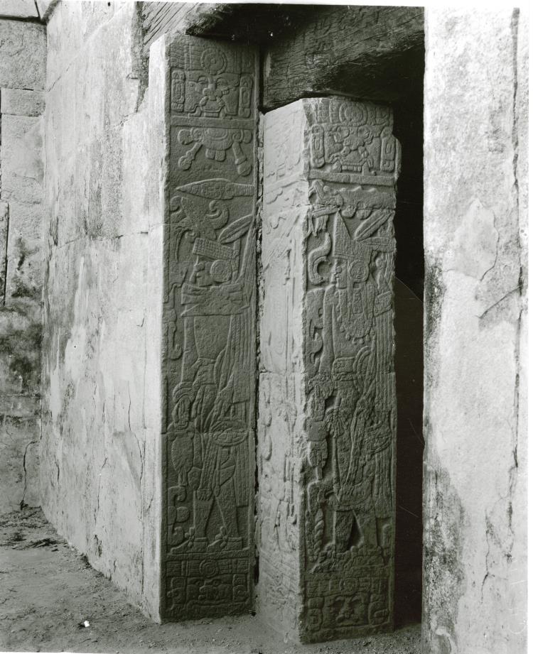 Alfred Percival Maudslay studujuci maysku kulturu