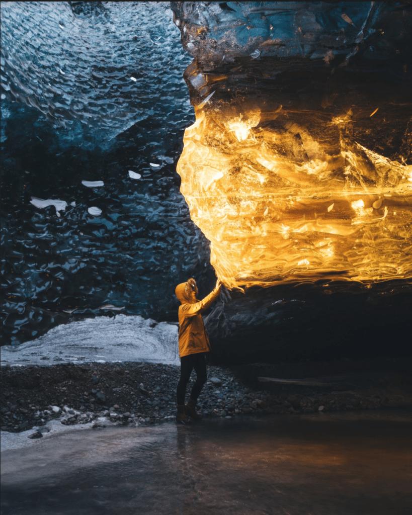 jaskyna na islande s neuveritelnym svetelnym efektom