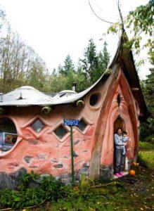 Hobitie domy ktore stavia Sunray Kelly